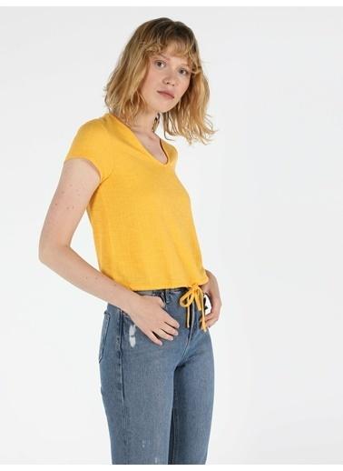Colin's Regular Fit V Yaka Örme Kadın Sarı Kısa Kol Tişört Sarı